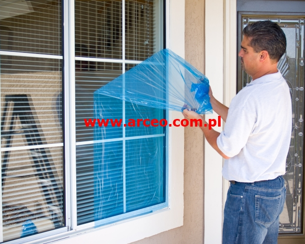 folia do zabezpieczenia okna na czas remontu